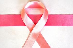 豊胸は乳がんのリスクがある?!乳がん検診ってできるの?